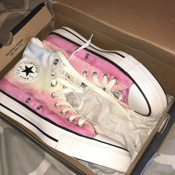 fbbb8f0122315 WILL ACCEPT OFFERS watercolor high top converse NWT